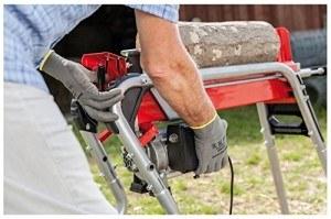 Kompakter, liegender Holzspalter, ideal zum Spalten von Kaminholz. Holz in Längen von 20 cm bis 52 cm verwendbar.
